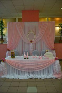 Decoración de una mesa principal para 15 años http://ideasparamisquince.com/decoracion-una-mesa-principal-15-anos/