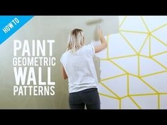 Egyedi, látványos, több verzióban kivitelezhető geometrikus minta, amely lehet egyszínű, kétszínű és színes. Ha szabályos geometrikus sormintát szeretnénk festeni a falra, meglehetősen rizikós vállalás, nagy pontosságot igényel. Elengedhetetlen a méretezés, a mintát festés előtt fel kell skiccelni a falra stencil segítségével vagy anélkül, ám ennél a megoldásnál nyom nélkül visszaszedhető papírszalag segítségével sokkal gyorsabban és szabadabban alkotható meg az egyedi minta. Elrontani nem…