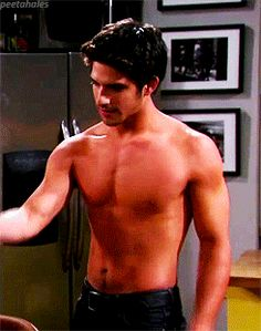 Tyler Posey on 'The Exes'