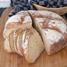 Rågsikt i brödet ger god, aromatisk smak och korgjäsningen ger ett vackert bröd.