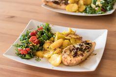 Zdrowy obiad: pierś z kurczaka z mozarellą, suszonymi pomidorami i bazylią - dr Lifestyle