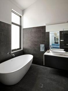 Badezimmer Schiefergrau Anthrazit Fliesen Begehbare Dusche ... Badezimmer Ideen Mit Badewanne Und Begehbaren Dusche