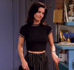 10 Monica Geller Outfits That Made Us Fall In Love With Fashion Fashion Guys, Fashion Models, Fashion Tv, Friends Fashion, Fashion Outfits, Rachel Green Outfits, Estilo Rachel Green, Rachel Green Fashion, Rachel Green Style