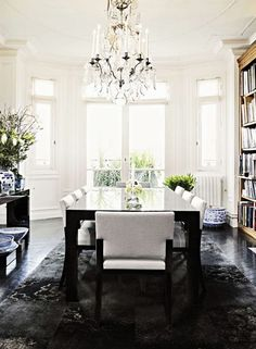 Clean and sofisticated dining room via Vogue Living