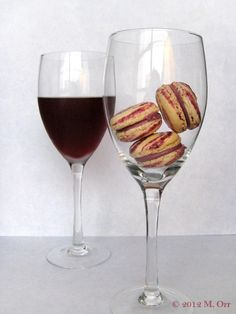 Cocktail in a Macaron: the popular French apéritif Kir works fantastically as a macaron flavor!