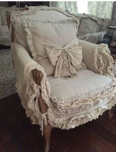 Furniture Fix, Upholstered Furniture, Repurposed Furniture, Shabby Chic Furniture, Shabby Chic Decor, Furniture Makeover, Creation Deco, Gris Rose, Shabby Chic Farmhouse
