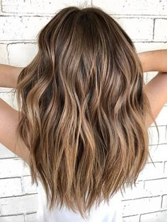 Hot Balayage Hair – You are in the right place about silver Ombre Hair Here we offer you the most beautiful pictures about the Ombre Hair medium length you are looking for. When you examine the Hot Balayage Hair – Brown Blonde Hair, Brown Hair With Balayage, Warm Brown Hair, Honey Balayage, Bayalage Light Brown Hair, Sandy Brown Hair, Copper Balayage, Summer Brown Hair, Brown Hair Cuts