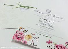 Convite casamento vintage com estampa floral no convite. Envelope com estampa floral em verniz. Menu de casamento vintage e vale conforto em formato de flor