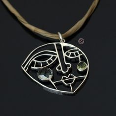 KOBIETA MARCOWA - SERBRNY WISIOR Z ZELONYM AMETYSTEM I PERIDOTEM RAFAŁ SZUMILAS . WISIORY Oryginalny, autorski wisior srebrny. Modern Jewelry, Metal Jewelry, Pendant Jewelry, Jewelry Art, Silver Jewelry, Jewelry Necklaces, Jewelry Design, Face Jewellery, Bee Necklace
