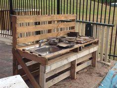 Mud kitchen Outdoor Play Kitchen, Kids Outdoor Play, Outdoor Learning Spaces, Play Spaces, Mud Pie Kitchen, Patio, Table, Furniture, Preschool