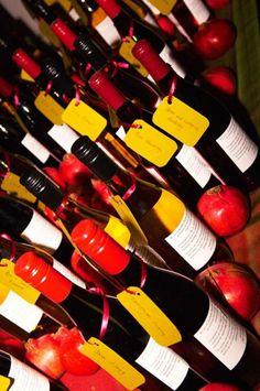 Favor idea: Personalized bottles of wine