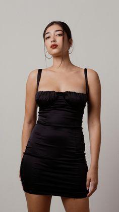Short Corset Dress, Halter Bodycon Dress, Bustier Dress, Black Bodycon Dress, Dress Ootd, Satin Mini Dress, Satin Dresses, Corset Dresses, Black Prom Dresses