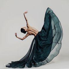 Dance Photography Poses, Dance Poses, Art Photography, Fashion Photography, Dance Movement, Dance Choreography, Dance Pictures, Movement Pictures, Ballet Dancers