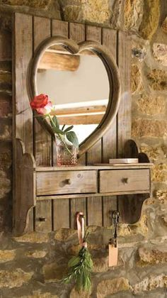I absolutely love this rustic Heart Mirror. How pretty in a country home. Heart Mirror, Heart Frame, Wood Mirror, Mirror Mirror, Diy Pallet Projects, Wood Projects, Decoration Palette, Through The Looking Glass, Country Decor