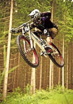 Rider: Thomas Prof Schmitt | Location: Urlaubsarena Wildkogel, Austria | Photo: Dominic Zimmermann | Spring / Summer Collection 2012 | www.zimtstern.com