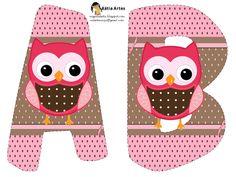 Alfabeto de búhos en tonos rosa.