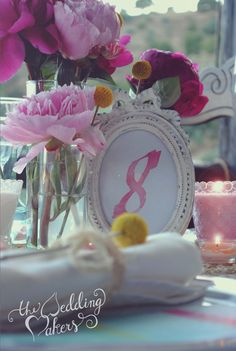 Decoración de boda romántica en rosa, amarillo y turquesa · The Wedding Makers