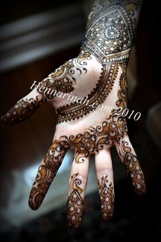 like the design starting at the wrist mehndi henna Henna Tatoos, Mehndi Tattoo, Mehndi Art, Henna Tattoo Designs, Henna Mehndi, Henna Art, Mehendi, Hand Henna, Finger Henna