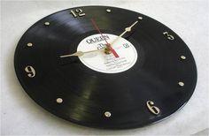 Aus einer alten Schallplatte eine Wanduhr basteln
