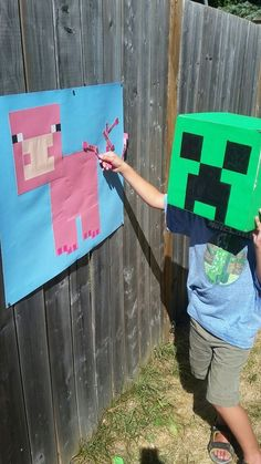 Minecraft versus Fortnite kinderfeestje - spelletjesYou can find Mine craft party and more on our website. Minecraft Party Games, Minecraft Party Decorations, Minecraft Birthday Party, Minecraft Crafts, Ideas Minecraft, Creeper Minecraft, Minecraft Skins, Creeper Cake, Ideas Party