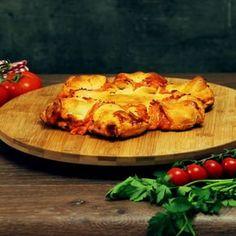 Wussten die Italiener, welchen Stein sie ins Rollen brachten, als sie vor einigen hundert Jahren die Pizza erfanden? Alle Welt mag die köstlichen Teigfladen und die Möglichkeiten, sie noch besser und leckerer zu servieren, sind scheinbar grenzenlos. Doch warum ein klassisches Gericht immer nur klassisch essen, wenn man leicht etwas Neues haben kann? Wirf einen Blick auf den umwerfenden Pizzastern!