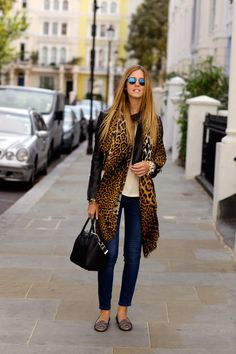 The Blonde Salad casual chic The Blonde Salad, Pop Art, Leopard Print Scarf, Leopard Coat, La Mode Masculine, Shorts, Everyday Fashion, Casual Chic, Autumn Winter Fashion