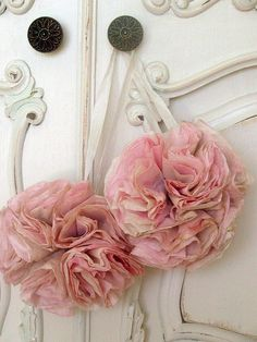 DIY:: Shabby Sweet Details to your drawers or closets ! Easy just coffee filters and dye Coffee Filter Crafts, Coffee Filter Flowers, Coffee Filters, Handmade Flowers, Diy Flowers, Fabric Flowers, Paper Flowers, Diy And Crafts, Arts And Crafts