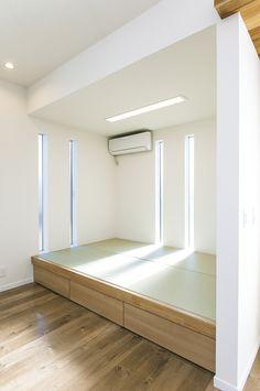 小さな子供の昼寝スペースとして、有効なダイニング横の畳スペース。 畳の下は、全て収納として使用できます。 Bedroom Decor For Couples Small, Bedroom Design, House Design, Small Room Decor, Small Bedroom Style, Simple Bedroom, Tatami Room, Small Space Bedroom, Japanese Home Design