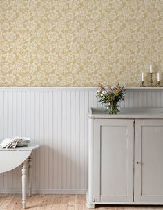 The wallpaper Högstatorpet - from Duro is a wallpaper with the dimensions . The wallpaper Högstatorpet - belongs to the popular wallpaper collect Wallpaper Stores, Old Wallpaper, Wallpaper Samples, Wallpaper Ideas, Scandinavian Wallpaper, Red Cottage, New England Style, High Quality Wallpapers, Houses
