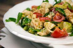 [Low Carb] Tomaten-Avocado-Salat mit Mozzarella und Basilikum