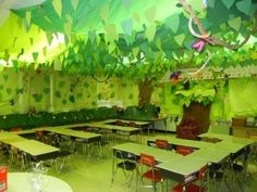 Rainforest theme classroom teacher-stuff-decor-and-organization - this is amazing! Rainforest Classroom, Jungle Theme Classroom, Rainforest Theme, Future Classroom, Classroom Themes, School Classroom, Rainforest Activities, Amazon Rainforest, School Displays