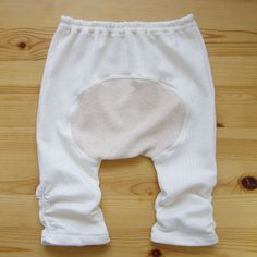 Babypants wit space for diaper - click green Button for free pdf pattern - step by step tutorial - Bildanleitung
