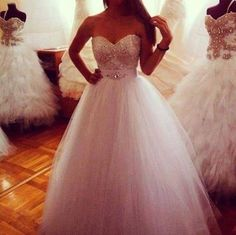 Pretty poofy wedding dress <3