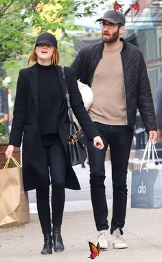 Emma Stone & Dave McCary from The Big Picture: Today's Hot Photos Emma Stone & Dave McCary from The Big Picture: Today's Hot Photos  Shop til you drop! The Oscar winner and her boyfriend keep a low profile while out shopping in NYC.<br> Shop til you drop! The Oscar winner and her boyfriend keep a low profile while out shopping in NYC.