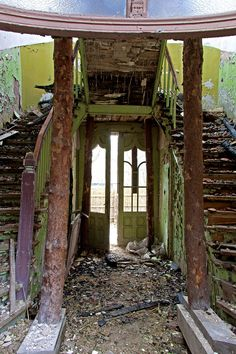 Casa abandonada dentro, Palanga, Lithuania de Natali Sweetday