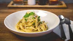 Každný z nás potřebuje mít v zásobě pár receptů na rychlou večeři ze základních surovin. Inspirujte se italskou kuchyní, která nabízí takových jídel spoustu. Spaghetti, Ethnic Recipes, Food, Essen, Meals, Yemek, Noodle, Eten