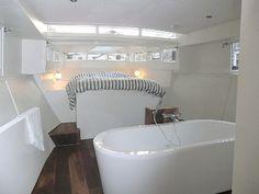 Luxuriöses Hausboot im Stadtzentrum von Amsterdam. Platz für bis zu 6 Personen, ca. 1.200€ pro Woche. Objekt-Nr. 945018