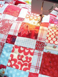 Easy Machine Quilting Tips Quilting For Beginners, Quilting Tips, Quilting Tutorials, Machine Quilting, Quilting Projects, Quilting Designs, Sewing Tutorials, Sewing Projects, Beginner Quilting