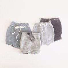 «Til de mindste #nordiskbyvelling #handmade #childrensclothes #shorts #strik #knitting»