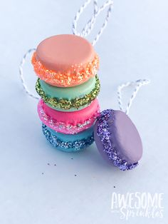 DIY French Macaron Ornaments and Present Toppers - Awesome with Sprinkles Candy Land Christmas, Candy Christmas Decorations, Diy Christmas Ornaments, Christmas Holidays, Christmas Crafts, Lollipop Decorations, Beaded Ornaments, Felt Christmas, Homemade Christmas