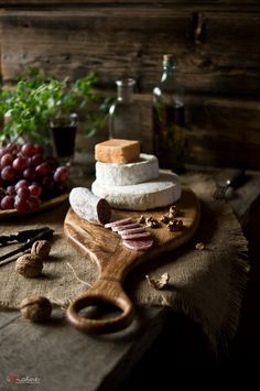 I want to sit with friends and a good bottle of wine. Meat Platter, Food Platters, Antipasto, Dark Food Photography, Food Design, Food Pictures, Art Pictures, Wine Recipes, Food Styling