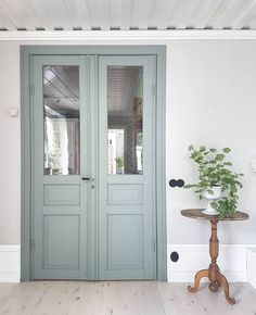 That door color! Wow! #scandi #scandinavianhome #swedishinterior #farmhousestyle #farmhousedecor