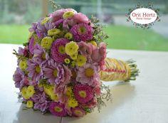 Orit Hertz - Floral Designer אורית הרץ - לימודי עיצוב ושזירת פרחים www.oh-flowers.com Bridal Flowers, Bridal Bouquets, Hand Tied Bouquet, Rustic Bouquet, Flower Arrangements, Floral Design, Floral Wreath, Wreaths, Wedding Bouquets
