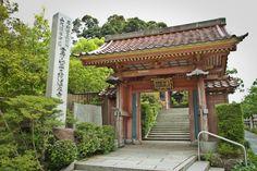 """""""Yakuouin onsenji"""" Yakuouin onsenji, near Rosanjin's place."""
