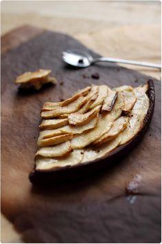 Tarte sablée cacao aux pommes et à la pâte damande