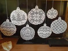 Zawieszki - Her Crochet Crochet Snowflake Pattern, Crochet Socks Pattern, Christmas Crochet Patterns, Crochet Snowflakes, Crochet Doilies, Xmas Ornaments, Christmas Decorations, Sunburst Granny Square, Crochet Ball