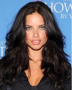 "We all know that Adriana's beauty extends beyond her face and her hair is just another feature to envy. TheRead More Stunning Adriana Lima's Hairstyles"" Adriana Lima Style, Adriana Lima Hair, Adriana Lima 2014, Adriana Lima Young, Adriana Lima Makeup, Hair Styles 2014, Curly Hair Styles, Modelos Victoria Secret, Brazilian Models"