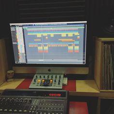 """Mezclando """"Visionario"""" el lp de @gordo_master en @showtimeestudio.  [Contacta con el estudio para grabar mezclar y masterizar tu proyecto en hola@ShowtimeEstudio.com o a través de la web]  #gordomaster #visionario #showtimeestudio #grabacion #mezcla #masterización #mastering #rap #hiphop #rapespañol #hiphopespañol #musica #malaga #bighozone"""