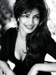 Skønheden Priyanka Chopra træder i Claudia Schiffers spor og bliver den første ikke-hvide kvinde i en global Guess-reklamekampagne.