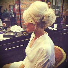 100 Beautiful Wedding Hair Updos Ideas For Bride - Braut Fancy Hairstyles, Bride Hairstyles, Medium Hairstyles, Wedding Hair And Makeup, Hair Makeup, Beehive Wedding Hair, High Updo Wedding, Wedding Finger, Wedding Songs